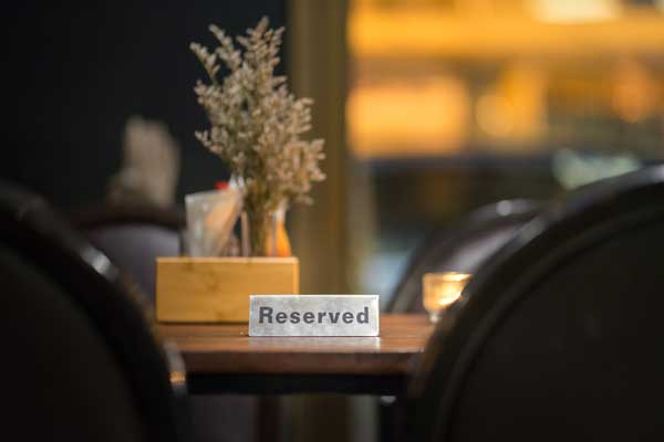 Reservierung | Café Calssic im Mozartgeburtshaus | Salzburg (c) iStock-Thank-you-for-your-assistant